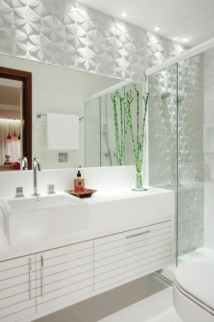 miroir lumineux de salle de bain aux éléments floraux en blanc meuble suspendu