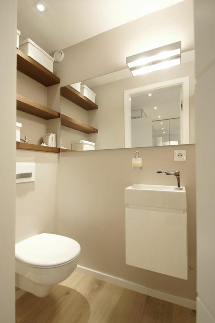 miroir lumineux de salle de bain bien éclairé pour optimiser un espace plus petit