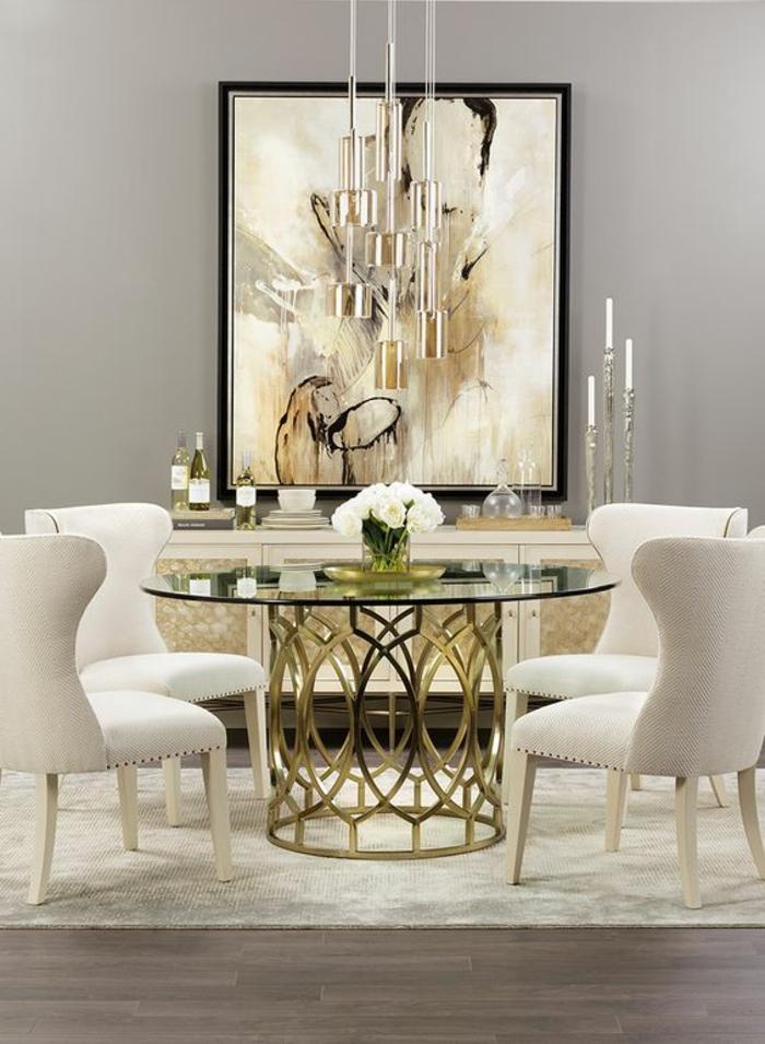 mobilier art déco, peinture abstraite, table en verre et métal doré, chaises couleur gris clair