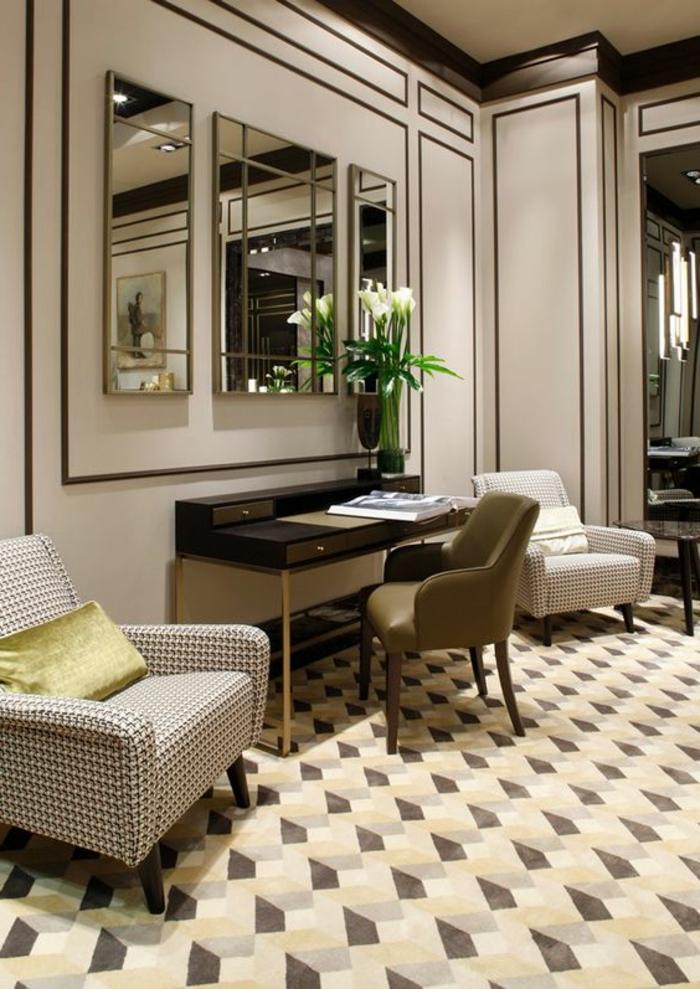 mobilier art déco, tapis graphique, deux fauteuils aux motifs graphiuqes, trois miroirs