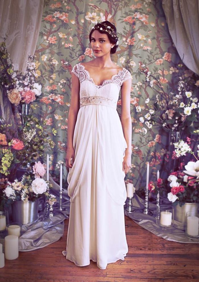 nouvelles tendances dans les robes de mariée, robe de mariée style empire avec accents en dentelle
