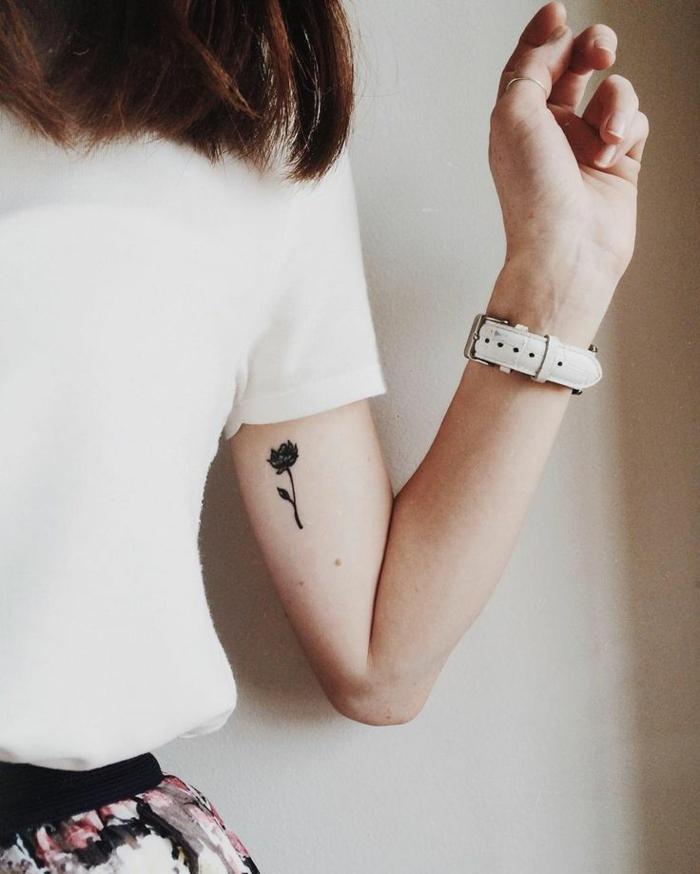 1001 id es de tatouage de fleur et quelle est sa signification - Tatouage rose noire signification ...