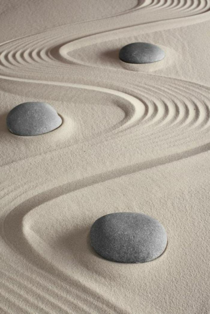 déco de jardin zen, terrain sablé à ratisser, pierres au jardin zen, objets decoration jardin