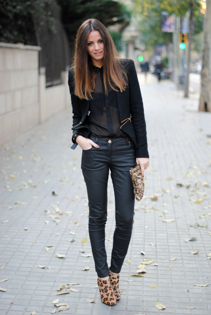 vetement noir, bottines panthère, chemise noire, blazer noir, cheveux brune
