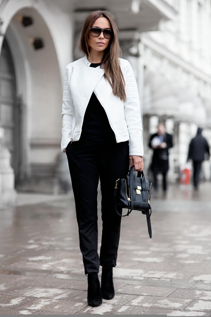 que mettre avec un pantalon noir, lunettes de soleil noires, vetement noir, veste en cuir blanche