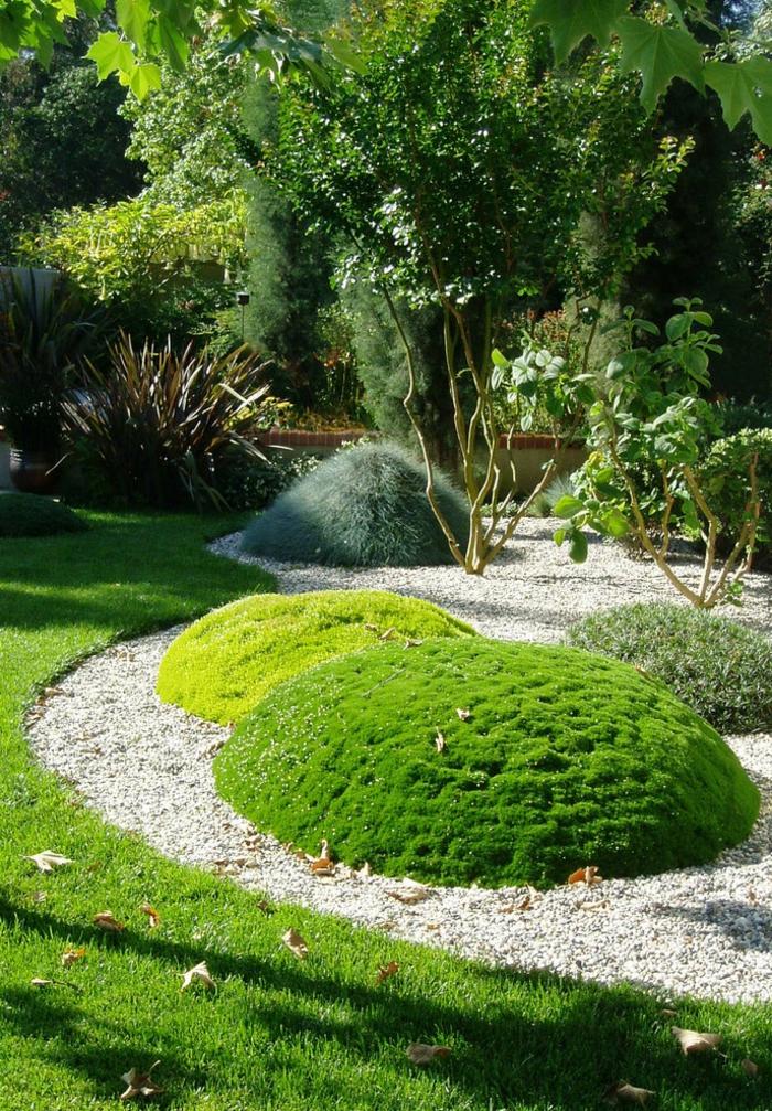déco exterieur jardin, terrain avec galets blancs, broussailles vertes, déco de jardin zen