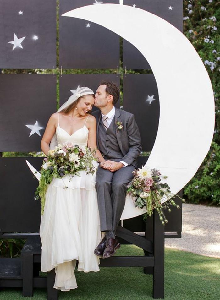 un fond photobooth paysage de lune, thème de mariage songe d'une nuit d'été