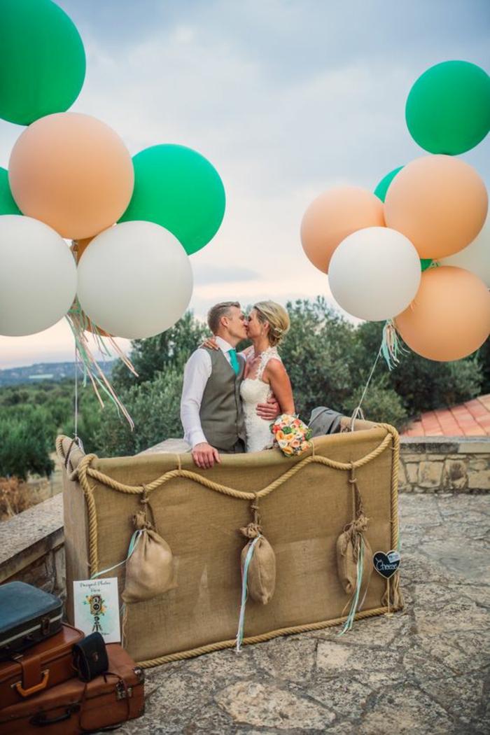 organiser un mariage à thème aventures, un cadre photobooth montgolfière