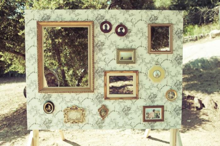 un cadre photobooth vintage à passe-têtes
