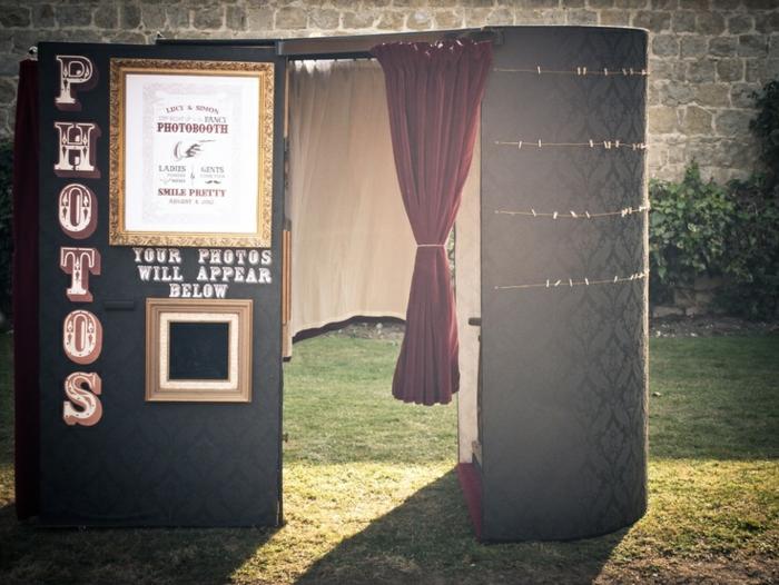 un photomaton mariage au design rétro à louer, se faire prendre des photos de mariage instantanées