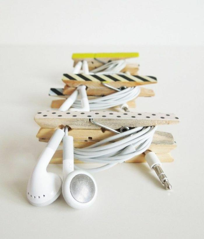 une pince à linge bois transformée en porte-écouteur original et personnalisé