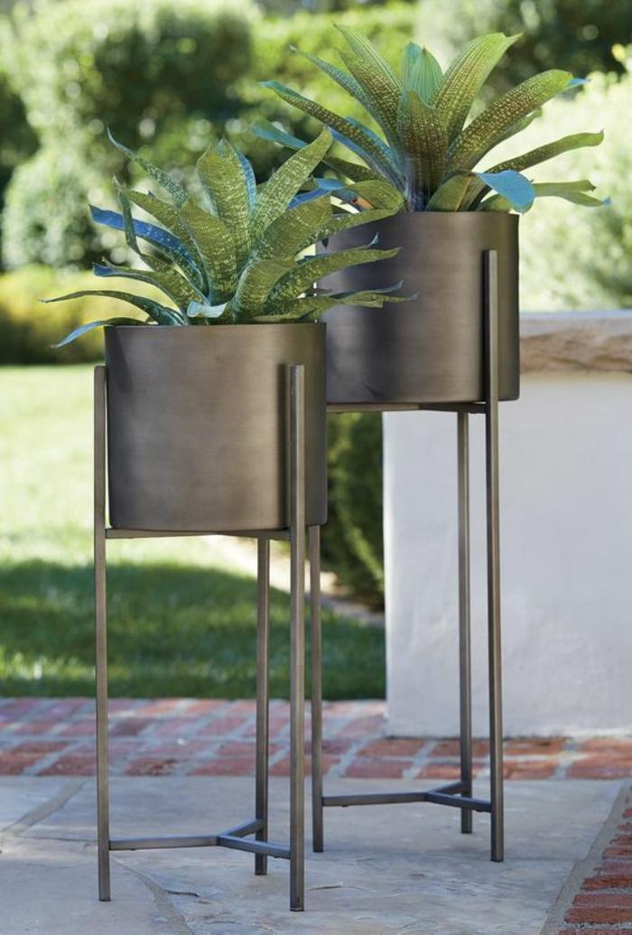 porte plante en forme ronde métal gris pour l'intérieur et pour l'extérieur