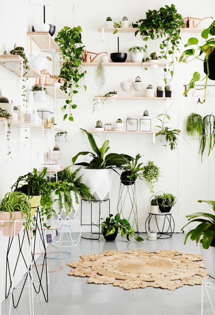 porte plante pots et métalavec des étagères en bois clair