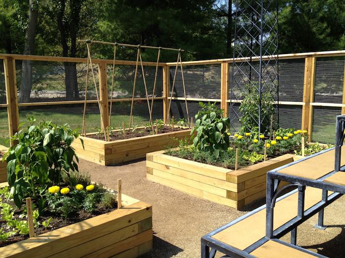 bacs à potager carré en bois pour jardiner