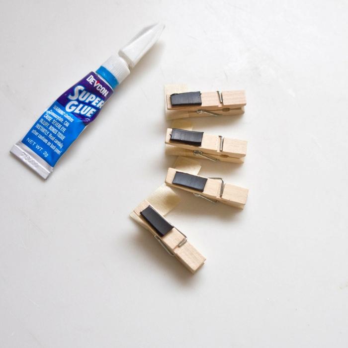 que faire avec des pinces à linges, jolies pinces magnétiques scintillantes pour le réfrigérateur