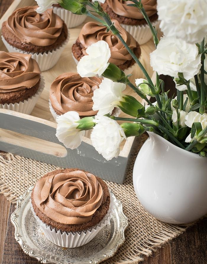 recette muffin nutella, idée comment réaliser une recette de cupcake, étape par étape, glacage nutelle et beurre