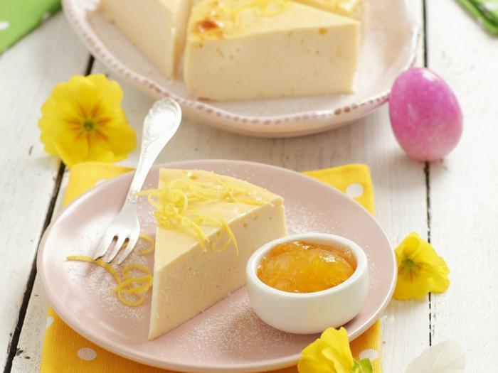 recette dietetique, cheescake, citron, fleur jaune, table en bois, forchette à dessert