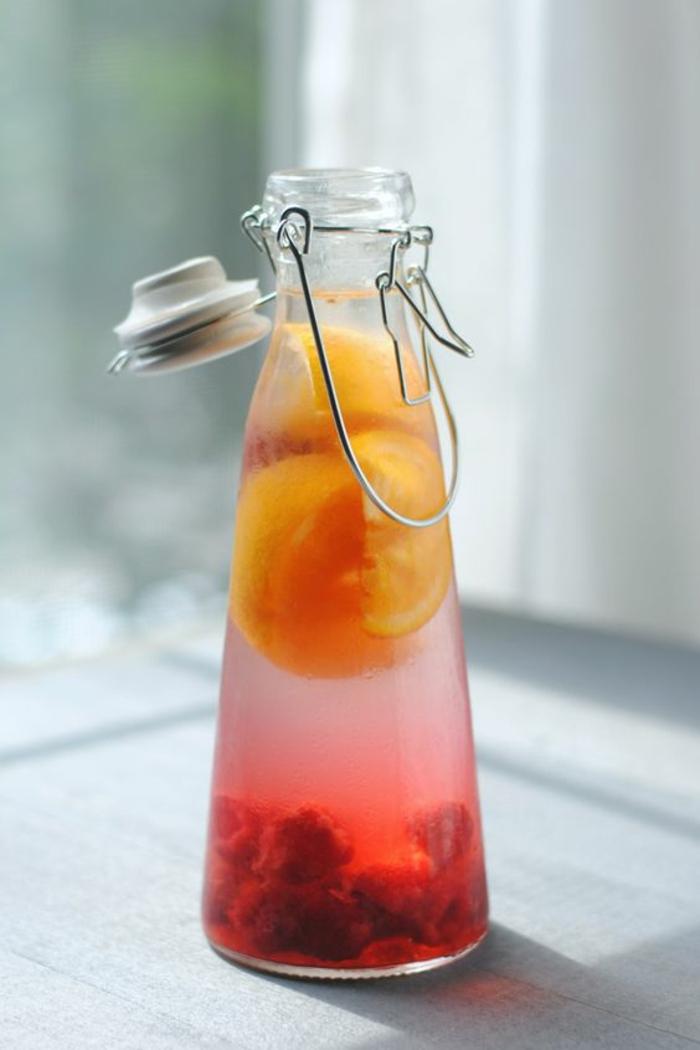 préparer une eau vitaminée au goût fruité, recette d'eau aux framboiser et au citron