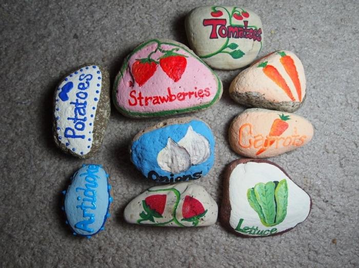 decoration de jardin a faire soi meme, galets dessinés, motifs légumes, peintures acryliques diy