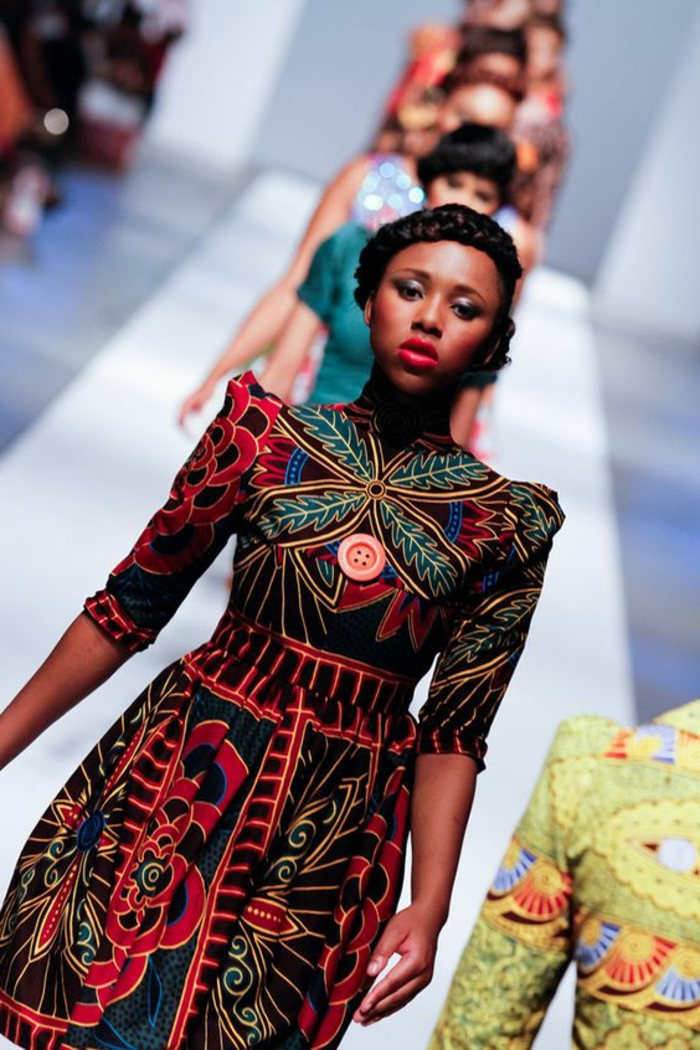 robe africaine wax, manches structurées, gros motifs africains