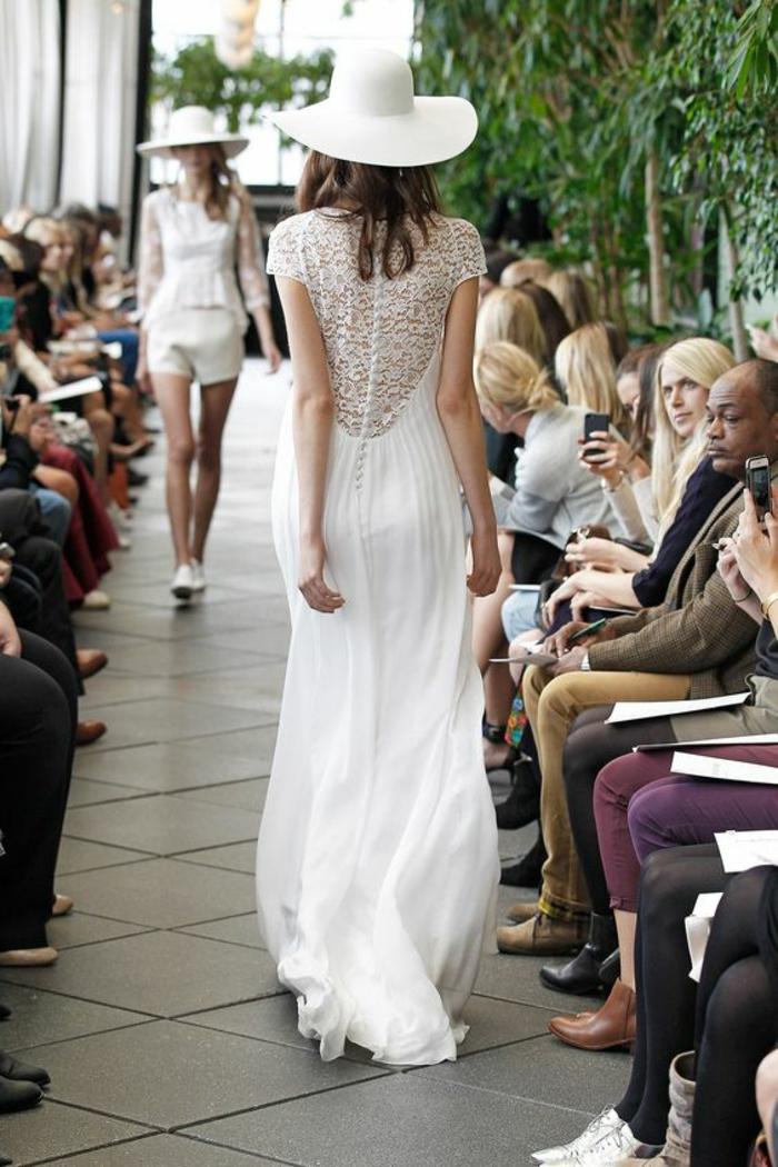 une robe mariée empire dans l'esprit bohème chic, robe de mariée légère à dos dentelle boutonné