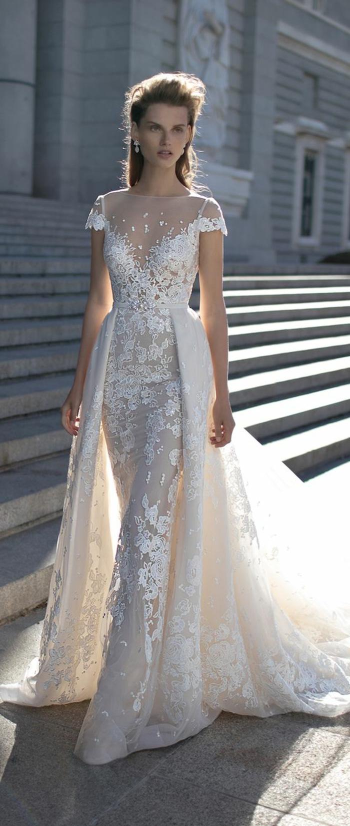robe de mariée colorée, bustier chiffonn broderie originale et manches courtes