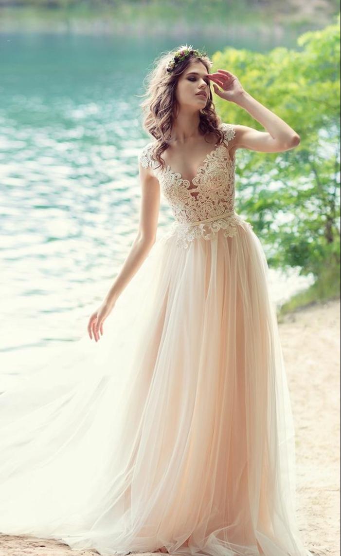 robe de mariée colorée, bustier vec broderie, robe couleur pêche