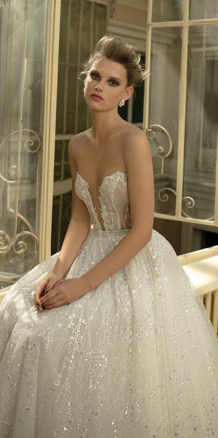 robe de mariée colorée, robe bustier couleur champagne, coiffure chignon