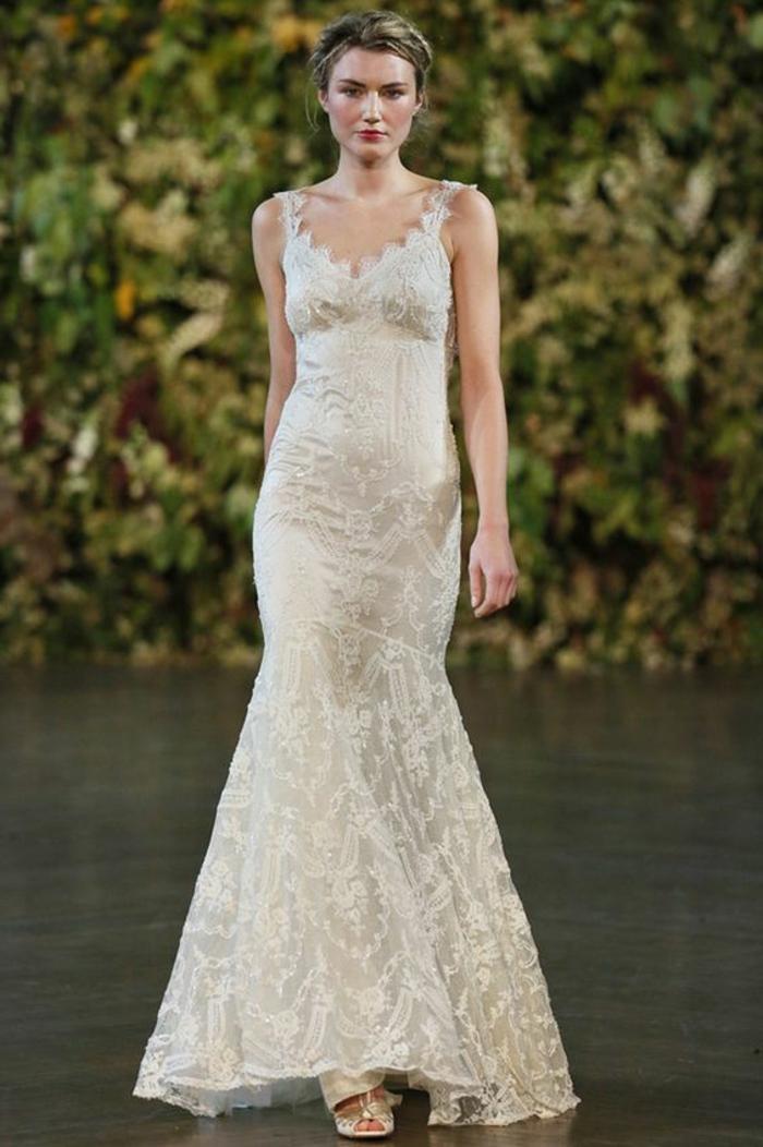 robe de mariée couleur champagne, robe avec dentelle, collée au corps