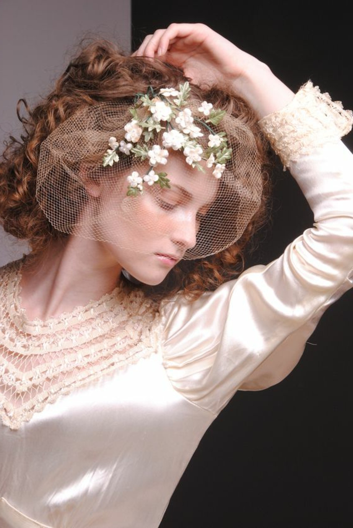 robe de mariée couleur champagne vintagen petit voile en tulle