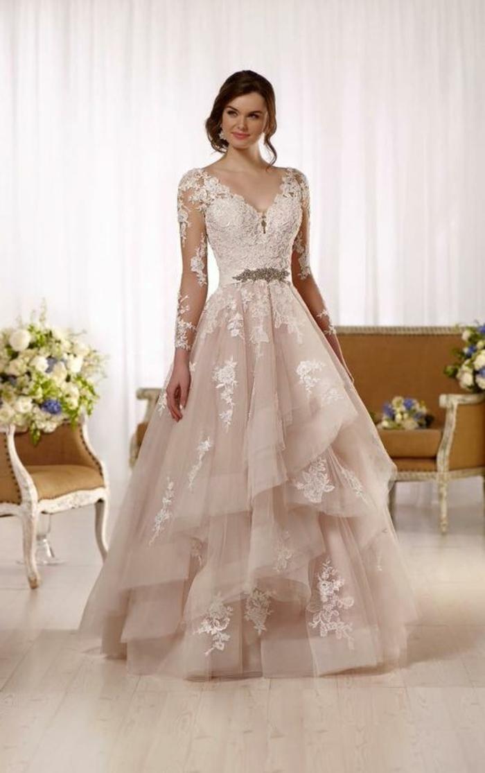robe de mariée de couleur, robe avec longues manches et à étages