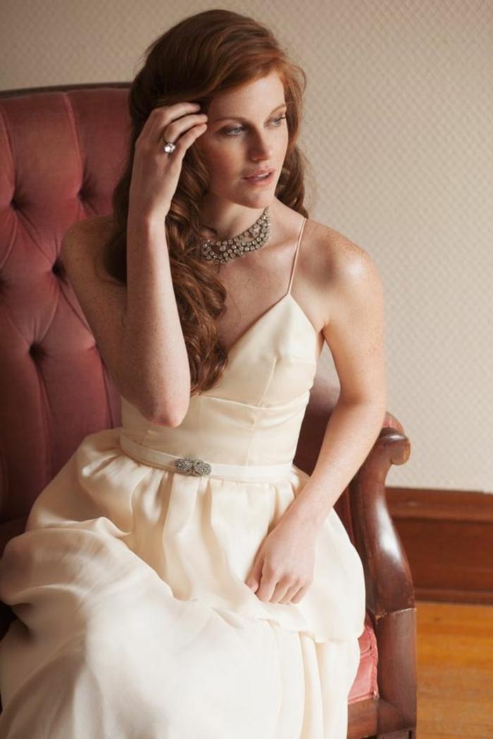 robe de mariée de couleur champagne, robe bustier avec fines bretelles