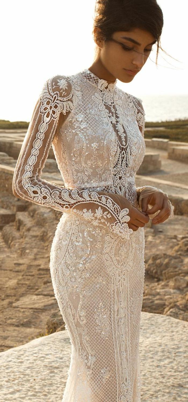 robe de mariée de couleur, manches longues chiffon et dentelle, col haut
