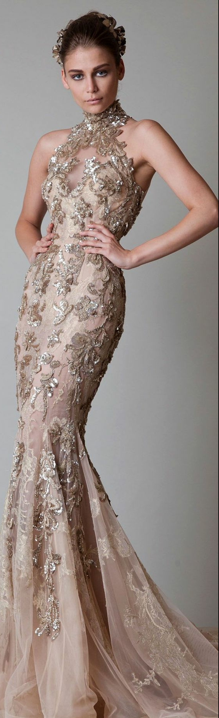 robe de mariée de couleur, robe originale en champagne foncé avec un col montant