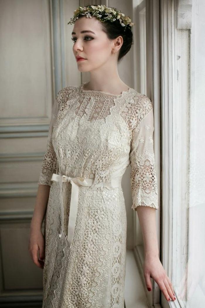 robe de marié vintage, couleur champagnen couronne de fleurs
