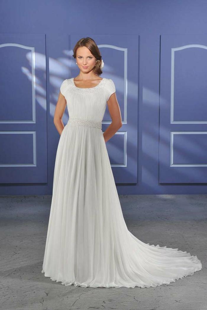 coupe simple pour une élégance intemporelle, robe de mariée grecque ceinturée à manches courtes