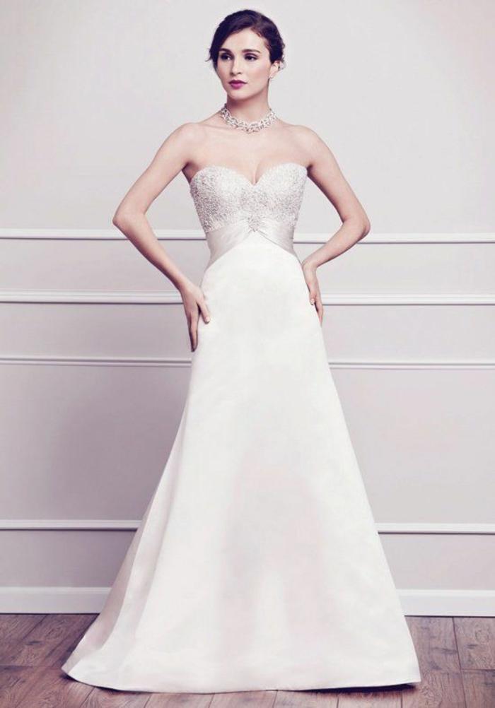 élégante robe de mariée style empire en satin, bustier sublime orné de perles