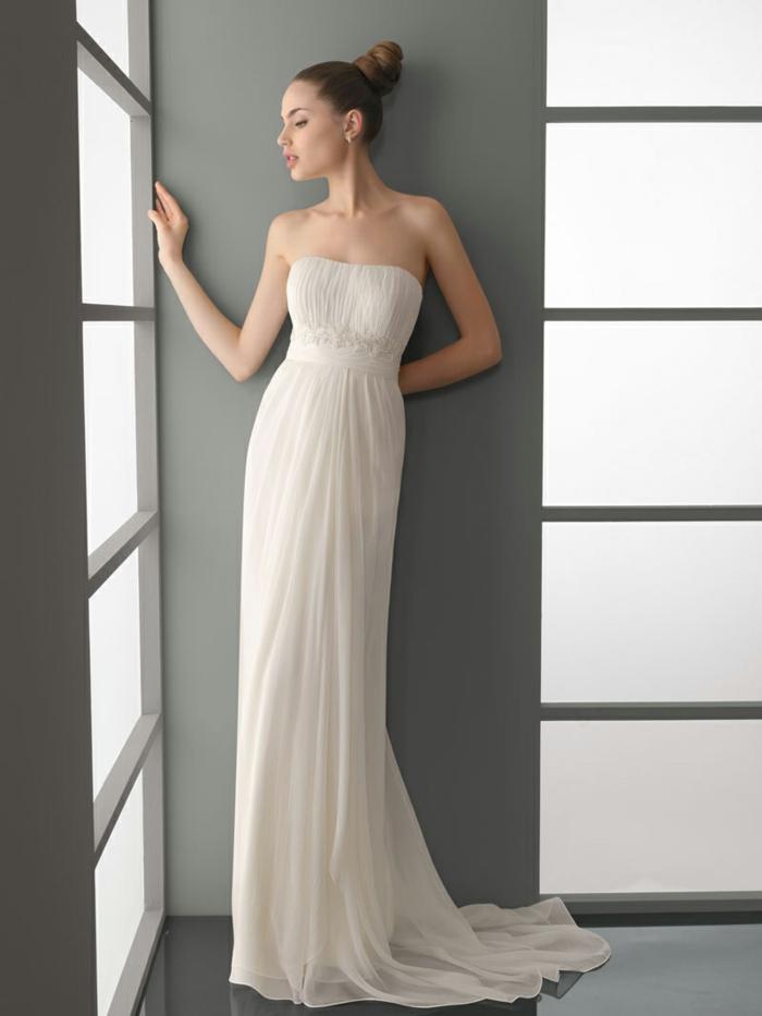 une robe de mariée grecque à taille empire pour une silhouette sublime, modèle sans bretelles
