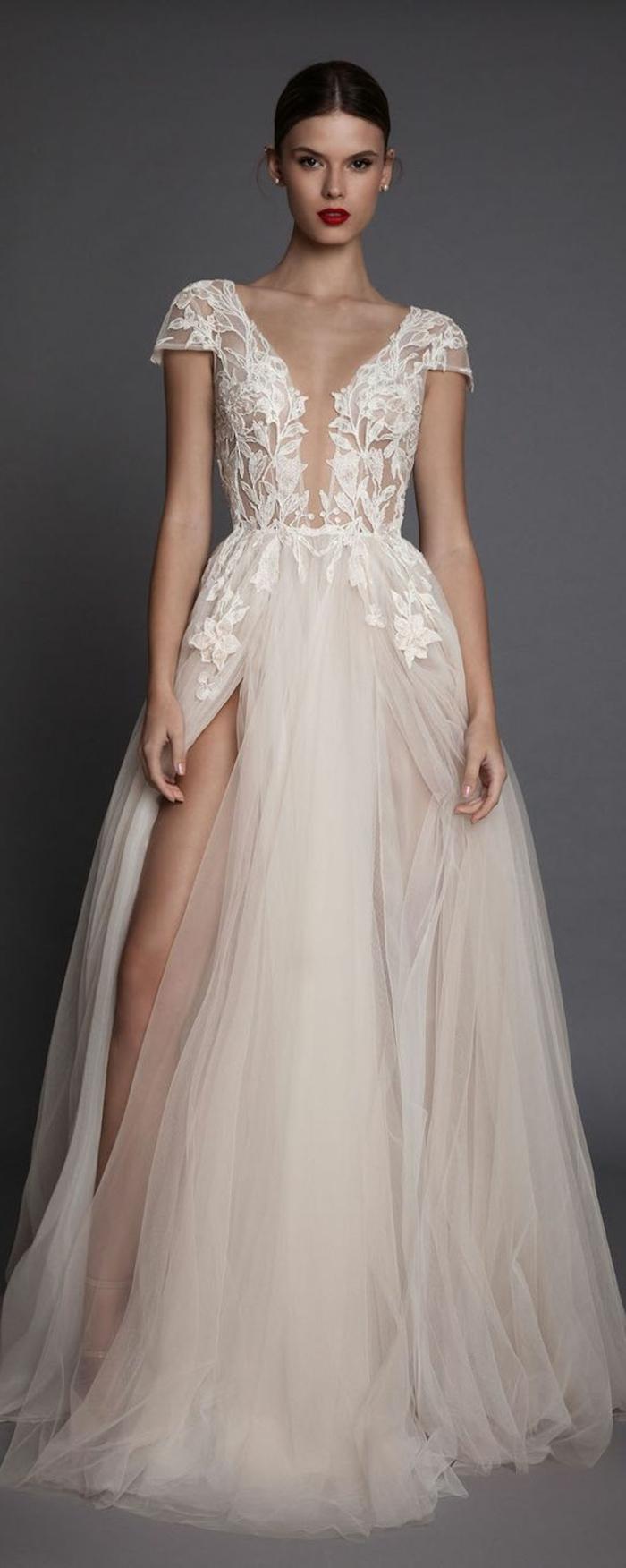 robe mariée couleur, décolleté triangulaire, manches, dentelle et grande fente