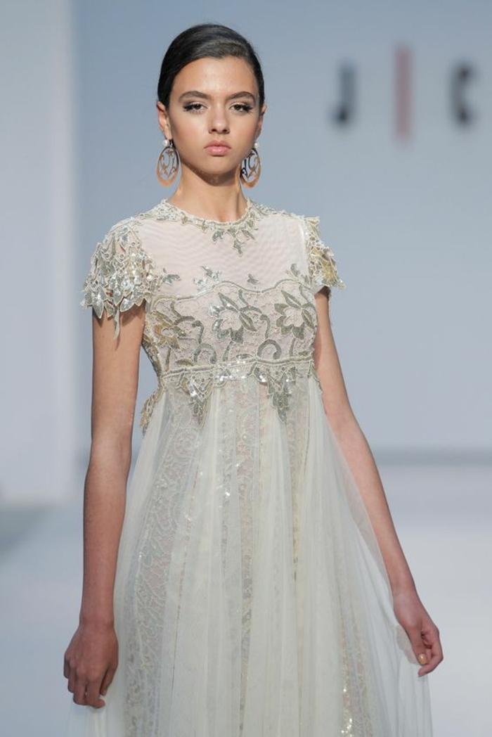 une robe mariée dentelle sublime, jolie broderie fine et soignée, jupe en tulle féerique