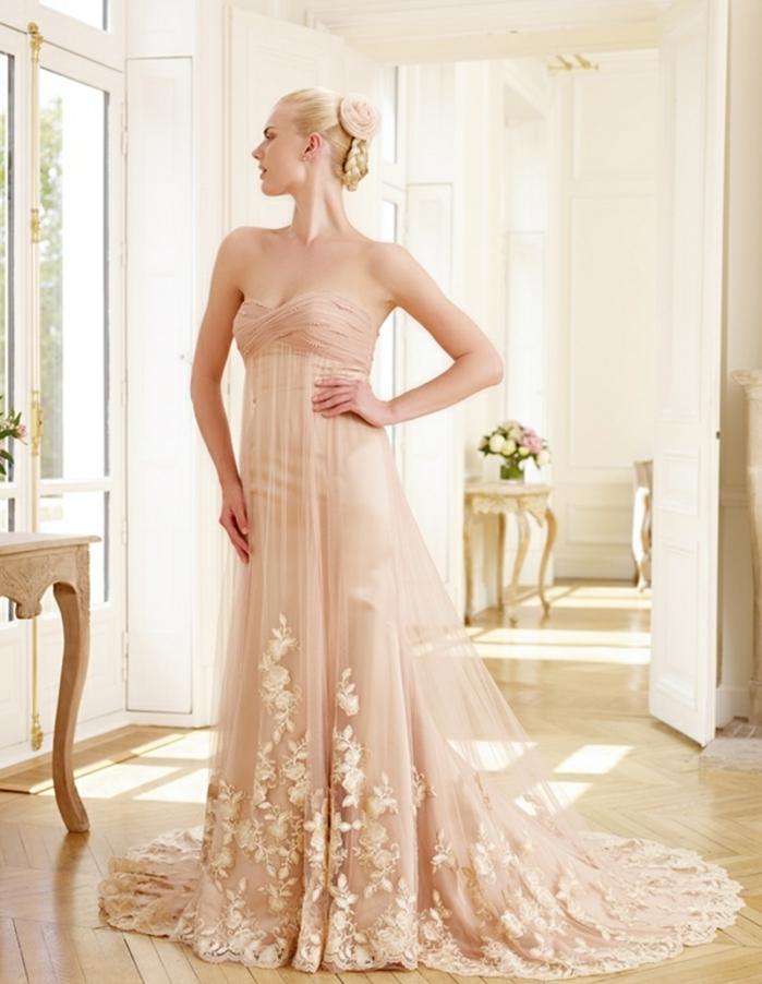 robe empire longue couleur rose, jupe évasée à finition en dentelle