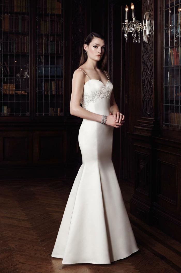 une robe de mariée sirène très élégante à taille empire et bustier cœur, robe mariée empire de style moderne