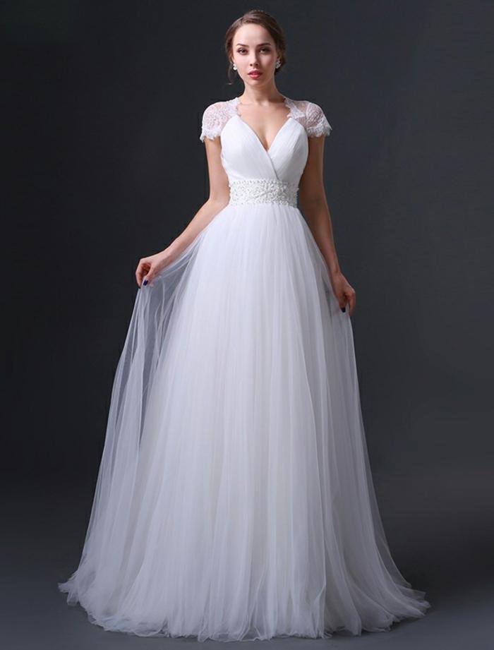 robe mariée à silhouette romantique avec cap manches en dentelle raffinée