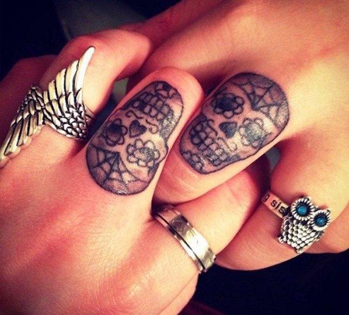 Tattoo doigt femme simple tatouage sur le doigt quel - Tatouage a deux ...