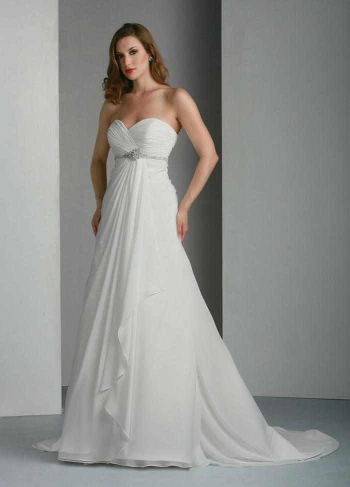 quelle robe de mariée choisir en fonction de sa morphologie, robe mariée empire au buste drapé