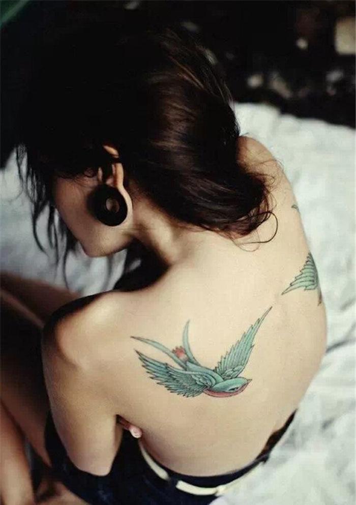 1001 id es tatouage omoplate homme femme en 40 id es - Tatouage clavicule femme ...