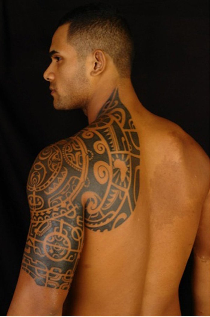 1001 id es tatouage omoplate homme femme en 40 id es - Tatouage epaule homme polynesien ...