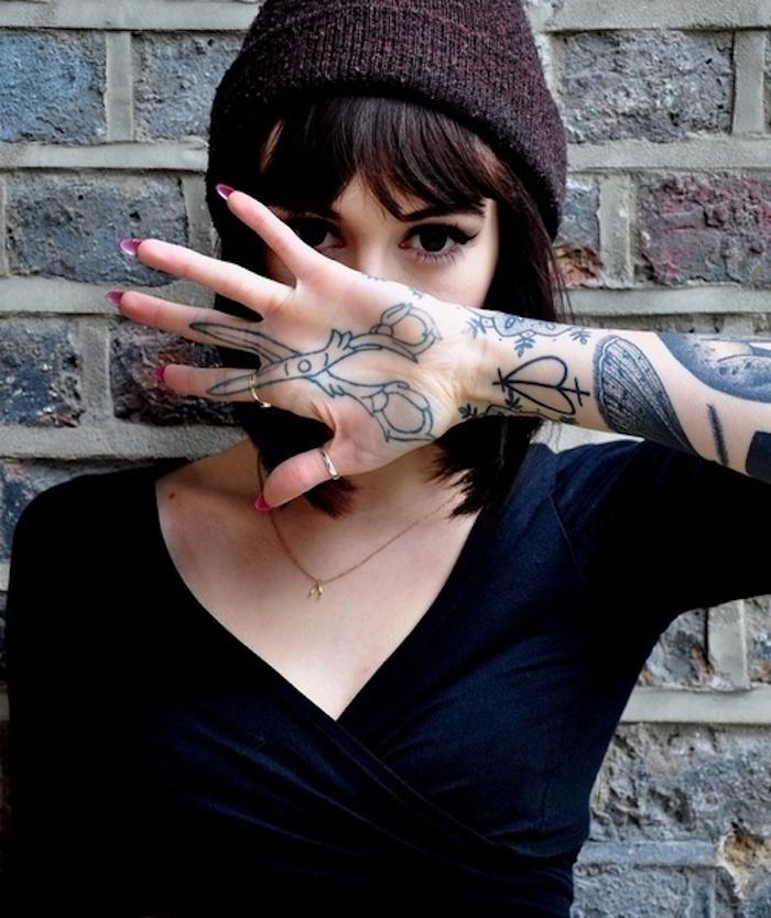 tatouage dans la paume de la main tatouage. Black Bedroom Furniture Sets. Home Design Ideas