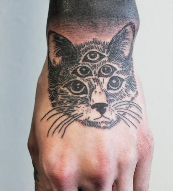 tatouage sur main tete de chat imaginaire tattoo homme