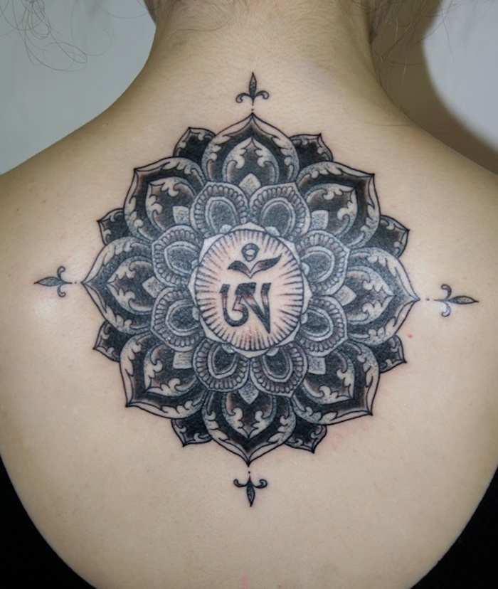 1001 id es tatouage mandala bien plus qu 39 un simple tattoo - Tatouage fleur de lotus epaule ...